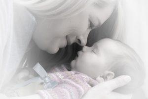Novorozenec, mateřská laska